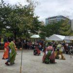 京都の蹴鞠保存会による蹴鞠の実演。